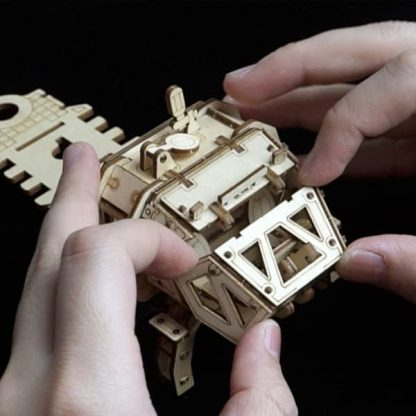Maquette 3D bois Robot mécanique propulsé par énergie solaire